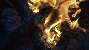 Fermez-vous du feu brûlant la nuit clips vidéos