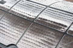 Fermez-vous du filtre très sale de climatiseur avec beaucoup de poussière photo stock