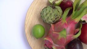 Fermez-vous du fruit exotique : passion, dragon, annona, anona, chaux, pomme rose photos stock