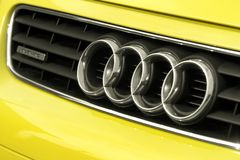 Fermez-vous du logo d'Audi a3 sur l'avant de voiture Image stock