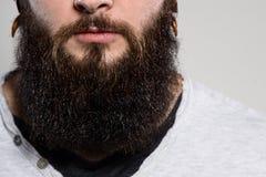 Fermez-vous du long homme de barbe et de moustache Images stock