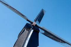 Fermez-vous du moulin ? vent historique chez Kinderdijk, Hollande, Pays-Bas, un site de patrimoine mondial de l'UNESCO photos libres de droits