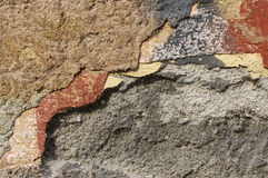 Fermez-vous du mur de émiettage avec des couches de peinture épluchée 1 Photo libre de droits