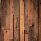 Fermez-vous du mur fait de vieilles planches en bois Photos stock