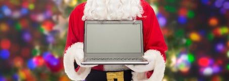 Fermez-vous du père noël avec l'ordinateur portable Images libres de droits