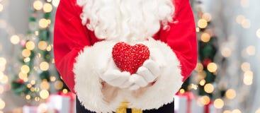 Fermez-vous du père noël avec la forme de coeur Photo stock
