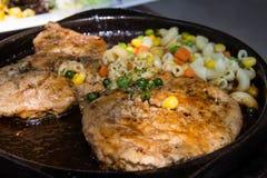 Fermez-vous du plateau grillé délicieux de fruits de mer Photographie stock