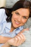 Fermez-vous du repos joyeux de femme Image libre de droits