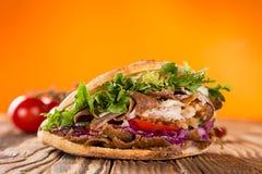 Fermez-vous du sandwich à chiche-kebab photos stock
