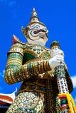 Fermez-vous du stupa blanc de gardien Photographie stock