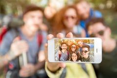 Fermez-vous du téléphone portable images libres de droits
