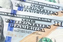 Fermez-vous du texte des ETATS-UNIS D'AMÉRIQUE sur le dollar US 100 b Images stock