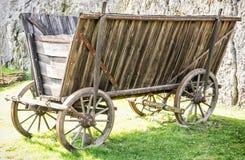 Fermez-vous du vieux chariot en bois, rétro objet Photo libre de droits
