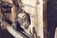 Fermez-vous du vieux moteur tracteur Photo stock