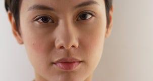 Fermez-vous du visage de la femme asiatique sérieuse images libres de droits
