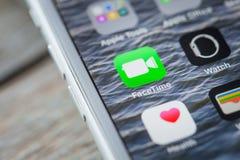 Fermez-vous jusqu'à Facetime APP sur l'écran d'iPhone photos libres de droits