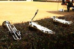 Fermez-vous, sonnez de la trompette saxophone est un instrument de musique tel qu'un ventilateur en bois, en grande partie utilis photographie stock