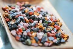 Fermez-vous sur beaucoup de roches colorées de sucrerie Photographie stock