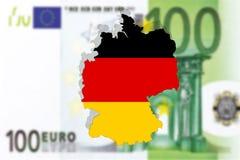 Fermez-vous sur l'Allemagne sur le billet de banque de l'euro 100 Photos stock
