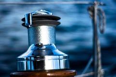 Fermez-vous sur le treuil de yacht Images libres de droits