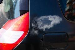 Fermez-vous sur le vernis d?fectueux dans la voiture image libre de droits