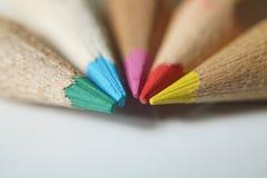Fermez-vous sur les crayons en bois colorés image stock