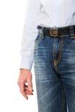 Fermez-vous sur les hommes dans des pantalons de jeans Images stock