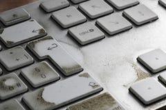 Fermez-vous sur un clavier d'ordinateur utilisé sale photo libre de droits