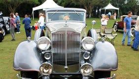 Fermez-vous vers le haut d'entrée élégant de la voiture classique Image libre de droits