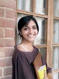 Fermez-vous vers le haut d'un étudiant indien heureux. Photographie stock libre de droits