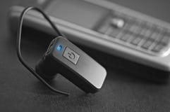 Fermez-vous vers le haut d'un dispositif mains libres d'écouteur Images libres de droits