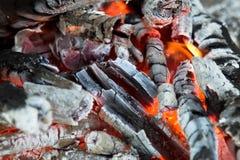 Fermez-vous vers le haut d'un feu de camp Image libre de droits