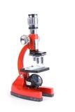 Fermez-vous vers le haut d'un microscope rouge Images stock