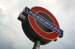 Fermez-vous vers le haut d'un signe de Londres UNDRGROUND Images libres de droits