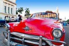 Fermez-vous vers le haut d'un véhicule classique de cru à La Havane Photographie stock libre de droits