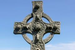 Fermez-vous vers le haut d'une croix celtique images stock
