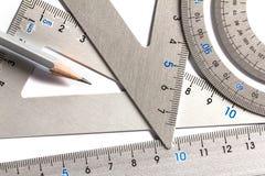 Fermez-vous vers le haut d'une pièce de l'outil argenté de mesure de précision Photos libres de droits