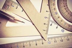 Fermez-vous vers le haut d'une pièce de l'outil argenté de mesure de précision Photographie stock libre de droits