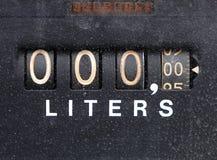 Fermez-vous vers le haut d'une vieille pompe à essence de gaz de cru Photos stock