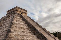 Fermez-vous vers le haut de Chichen Itza, pyramide maya, Yucatan, Mexique Photos libres de droits