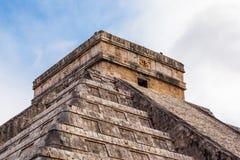 Fermez-vous vers le haut de Chichen Itza, pyramide maya, Yucatan, Mexique Photos stock