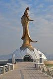 Fermez-vous vers le haut de Guan Yin Statue Monument de Macao avec le fond de ciel bleu Photos libres de droits