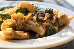 Fermez-vous vers le haut de l'émoi épicé Fried Fish Photo stock