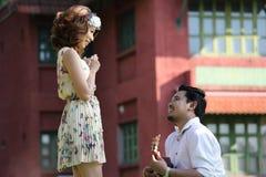 Fermez-vous vers le haut de l'amour de couples avec le concept de vintage Photos libres de droits