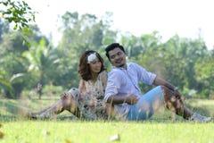 Fermez-vous vers le haut de l'amour de couples avec le concept de vintage Photo libre de droits