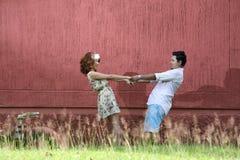 Fermez-vous vers le haut de l'amour de couples avec le concept de vintage Photographie stock libre de droits