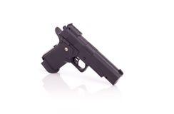 Fermez-vous vers le haut de l'arme à feu noire d'isolement sur le blanc Photos libres de droits