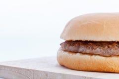 Fermez-vous vers le haut de l'hamburger Image stock