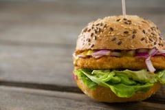 Fermez-vous vers le haut de l'hamburger Photographie stock libre de droits