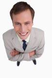 Fermez-vous vers le haut de l'homme d'affaires avec ses bras pliés Photo stock